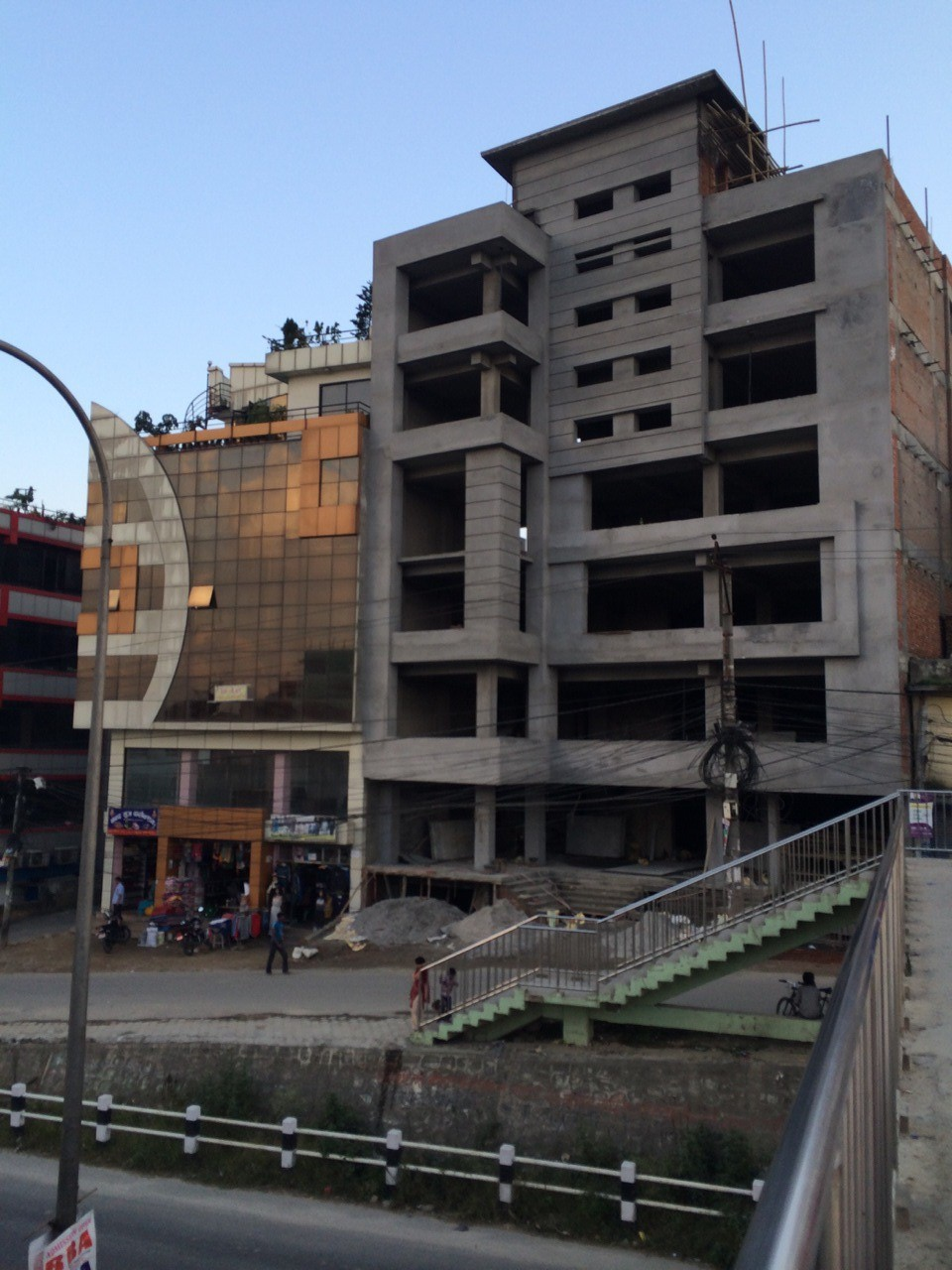建築中のビル